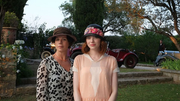 Emma Roberts y Marcia Gay Harden en 'Magic in the moonlight'