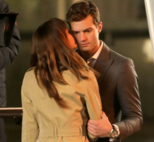 Primer beso en '50 sombras de Grey'