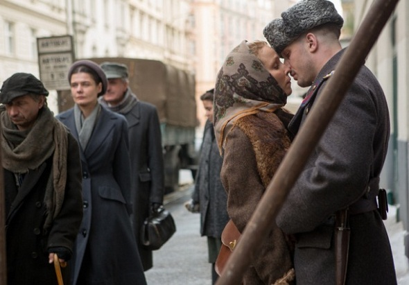 Noomi Rapace y Tom Hardy en 'Child 44'