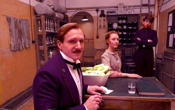 Ralph Fiennes y Saoirse Ronan en 'El Gran Hotel Budapest'