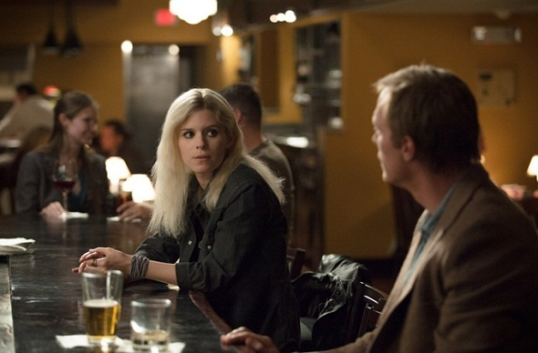 Kate Mara y Paul Bettany en 'Transcendence'