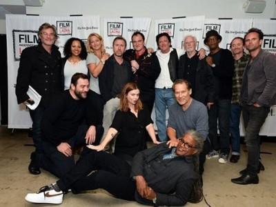 Tarantino junto al reparto que participó en la lectura del guión de 'The hateful eight'