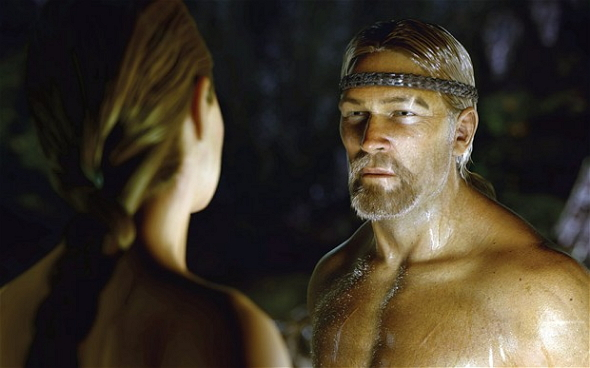 El Ray Winstone digital se enfrenta a la Angelina Jolie digital en esta imagen de Beowulf