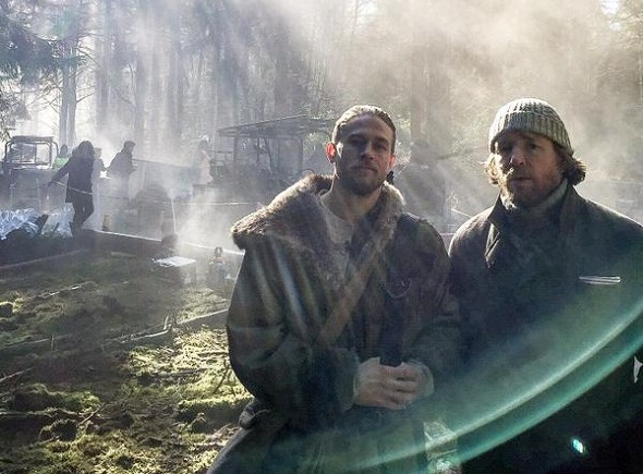 Hunnam y Ritchie en el rodaje de 'Knights of the round table'