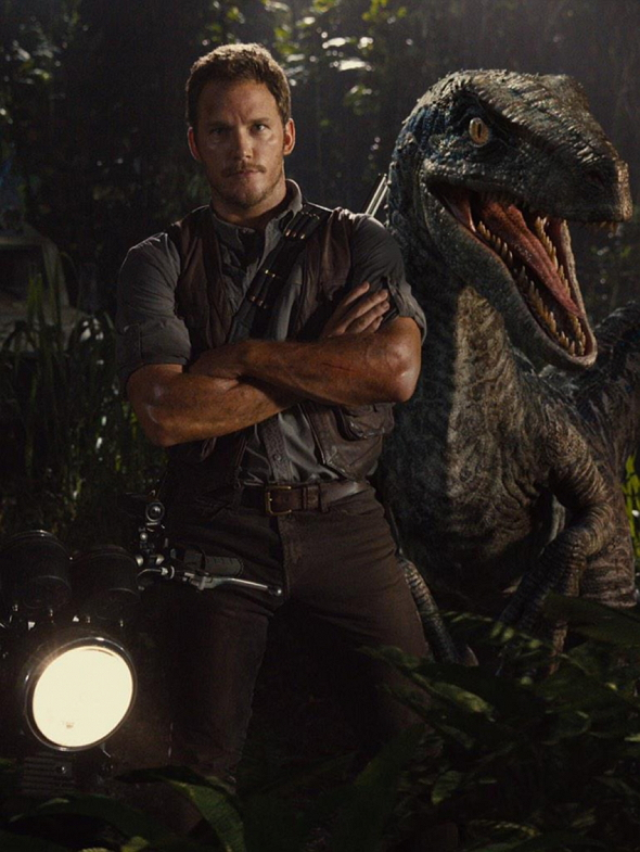 Chris Pratt y un Velociraptor en Jurassic World