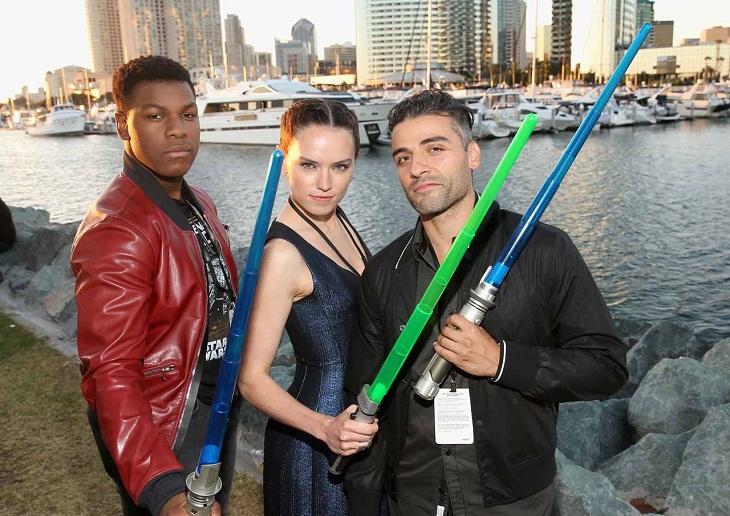John Boyega, Daisy Ridley y Oscar Isaac también han desfilado por San Diego