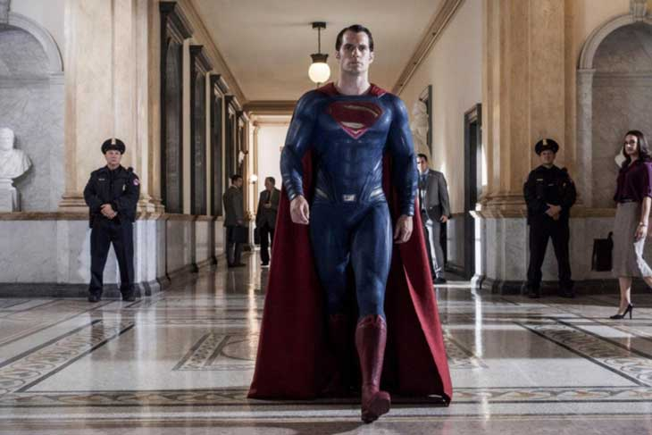 Superman pasea tan ancho en una imagen de Batman v Superman: el amanecer de la Justicia