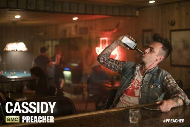 Cassidy, echando un trago en Preacher
